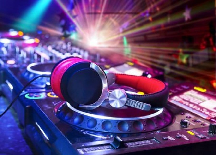 Top Five Tips That Can Help You Choose The Right DJ For Your Wedding Occasion