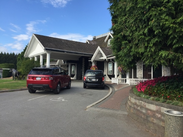 country meadows golf and country club entrance